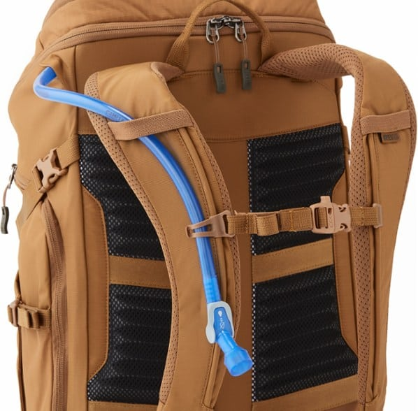 The REI Ruckpack 28 shoulder straps and back support are well designed - the bag stayed put and comfortable during hours of of walking and cycling through LA and Dallas