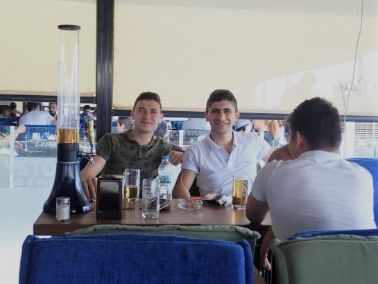An experience from backpacking Turkey | Young Turks inviting me for a beer as they chat about European politics
