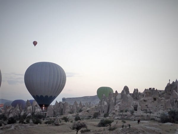Hot air balloons in Cappadocia, resting in front of my cave hostel and waiting to launch | Backpacking Turkey