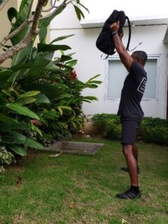 doing 100 kettlebell swings a day to burn fat and build muscle