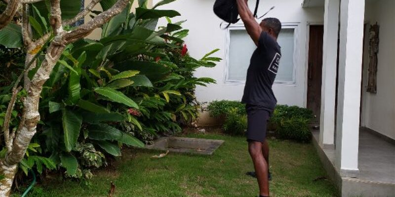 100 Kettlebell Swings a Day: One amazing move to burn fat, build muscle, and get fit